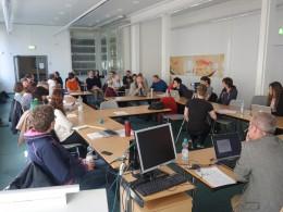 Photo of Speaker Prof. Stefan Gradmann and audience (GDDH, 11.04.16).